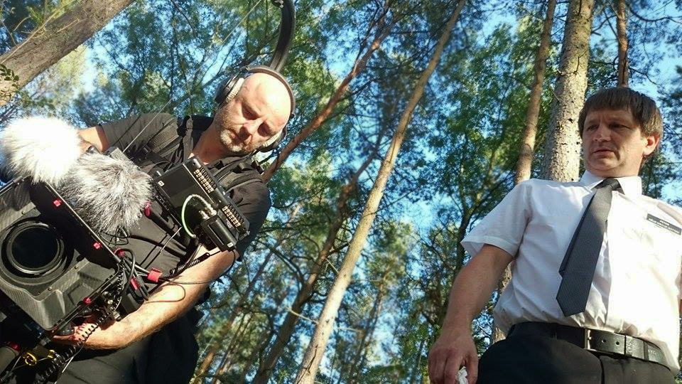 Schauspieler-Alexander-Gregor-und-Mathias-J.-Michels-bei-Dreharbeiten