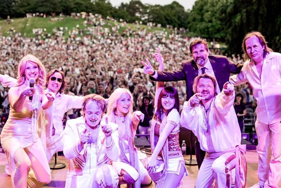 Die ABBA Story von Stars in Concert moderiert von Schauspieler Alexander Gregor